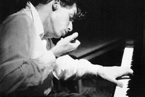 Un giovane Glenn Gould al pianoforte